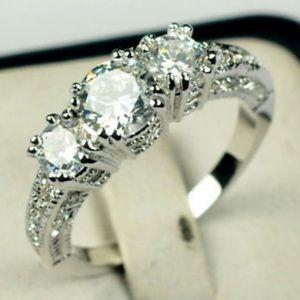 Jewelry - New women's white sapphire engagement wedding ring